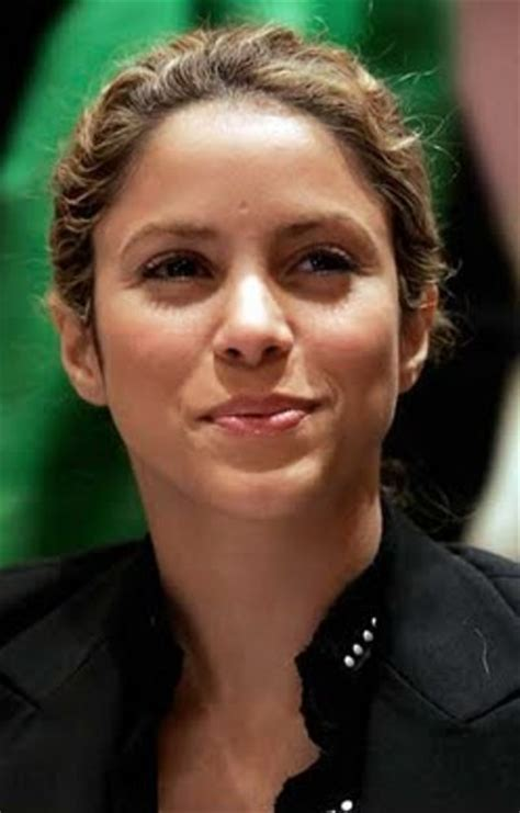 what makeup does shakira use shakira without makeup pictures celeb without makeup