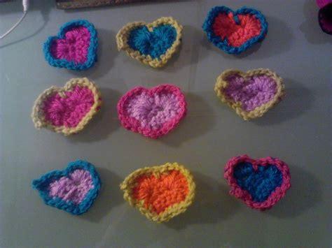 asi de sencillo unos cuantos globos un poco de cartulina y ya retazos de una espera corazones de crochet