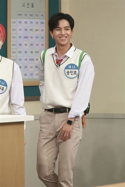 lee seung gi knowing brother winner s song min ho tries to get kang ho dong s attention
