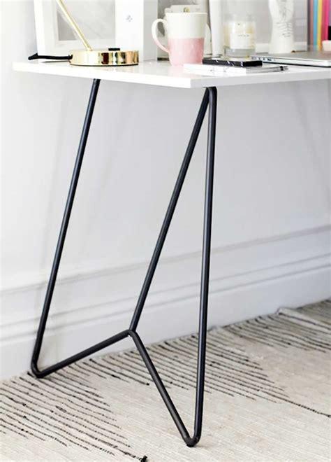 white desk with metal legs 7 elementos claves para armar un lugar de trabajo estiloso
