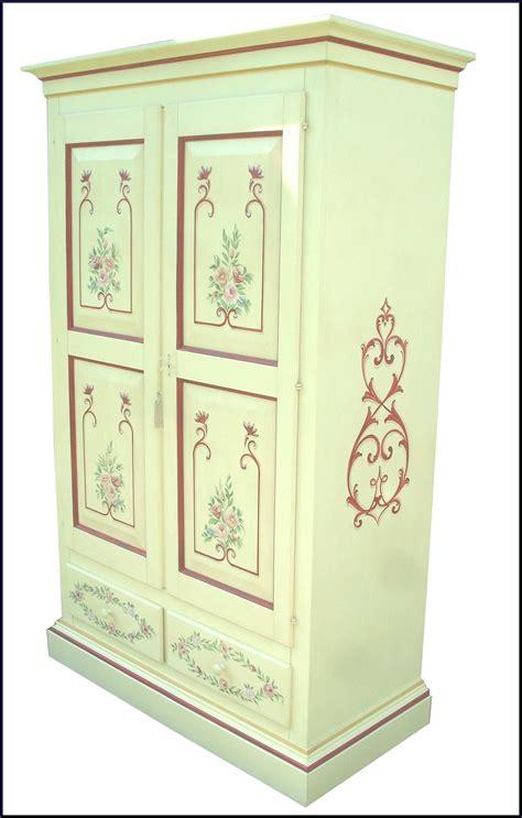 armadi dipinti a mano armadio dipinto a mano con motivi floreali la commode di