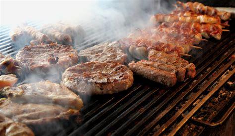 come cucinare carne alla brace come cuocere carne e pesce alla griglia bistecchiera