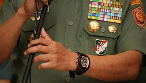 Moeldoko Buang Jam Tangan prak moeldoko banting jam tangan palsunya nasional tempo co