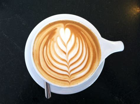 latte art leaf pattern go and make the latte arts eye catching how ornament my eden
