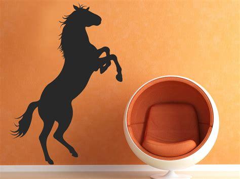 wanddeko jugendzimmer wandtattoo stylisches pferd steht auf hinterbeinen
