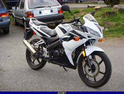 honda cbr 125 100 honda cbr125r install a new battery on honda