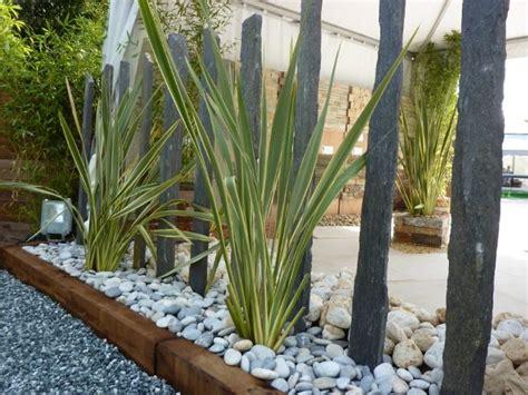 Massif Plantes Contemporain by Massif Contemporain Piquets D Ardoise Phorniums Galets