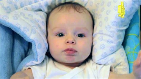 baby 3 monate schlafen 3 monate altes baby macht lustige ger 228 usche 3 month