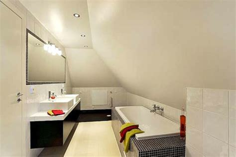 dachschräge badewanne badewanne dachschr 228 ge energiemakeovernop