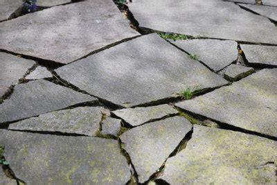 Bodenplatten Garten Verlegen by Polygonalplatten Verlegen So Machen Sie S