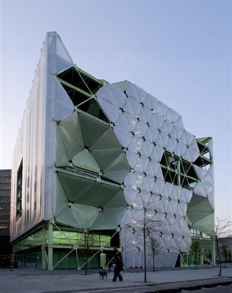 the style examiner media tic in barcelona wins world building of the year 2011 at world