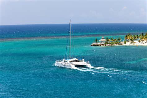 catamaran in costa rica sinks catamaran carrying tourists capsizes off costa rica