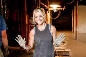 Rehab addict nicole shows off her cement covered hands nicole curtis