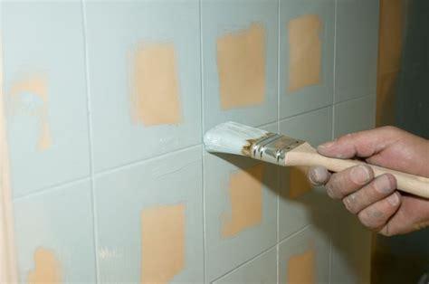 dipingere piastrelle smalto per piastrelle come ottenere risultati perfetti