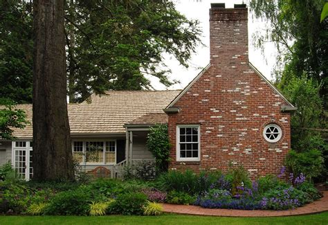 Cottage Foundation by Garden Design Front Of House Landscape Traditional With