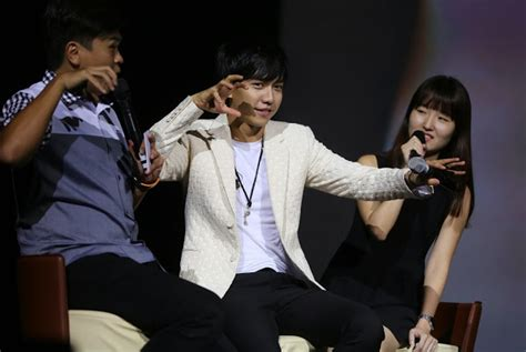 lee seung gi in singapore lee seunggi s show in singapore ended successfully daily