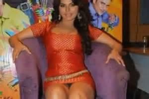 Bollywood stars most embarrassing wardrobe malfunctions of 2011