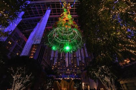 atrium christmas tree picture of gaylord national resort