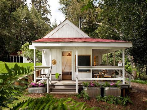 tiny farmhouse tiny farm house design tiny country farmhouse small