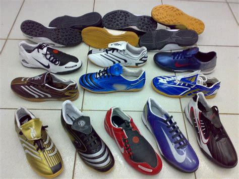 selling cheap futsal shoes