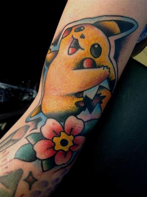 tatuaje pikachu pok 233 mon
