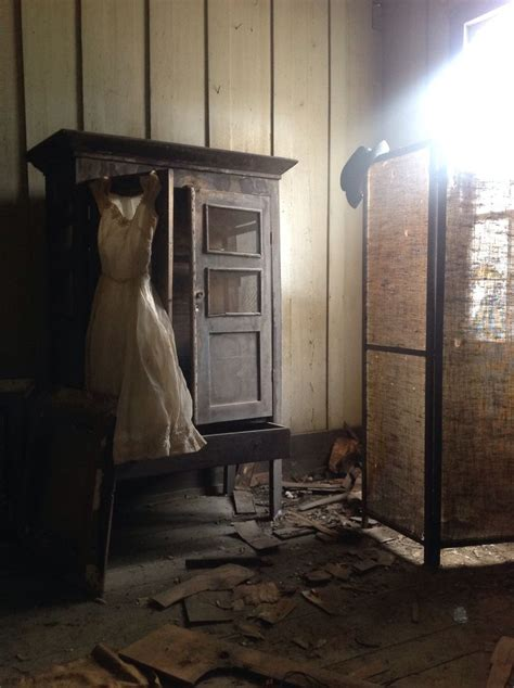 rooms found in houses room found in abandoned alabama plantation amazing that these items are still there