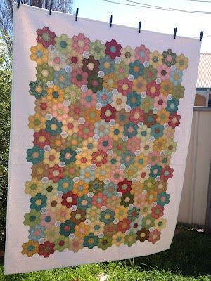 Hexagon Quilts Layout by Best 25 Hexagon Quilt Ideas On What Is A
