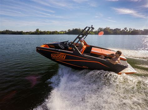 speed boat surfing bayliner boats buys wakesurfing brand boats