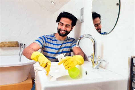 how to professionally clean a bathroom how professional housecleaners clean their homes reader