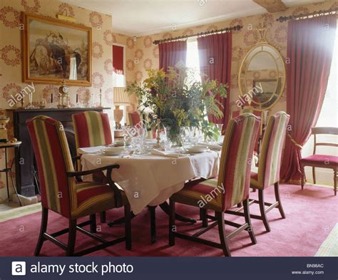 teppich im speisesaal traditional settings wallpaper stockfotos traditional