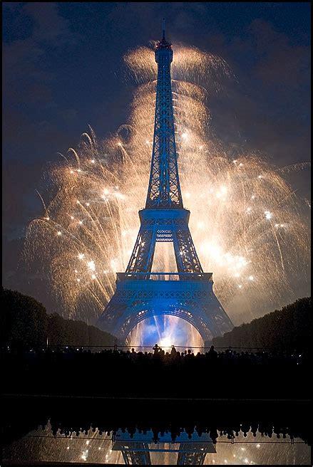 torre eiffel illuminata natale capodanno a parigi 2012 friendly rentals
