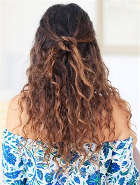 Hair Stylers For Curly Hair by 9 Easy Hairstyles For Naturally Curly Hair Byrdie