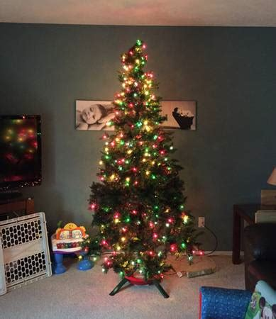 best of craigslist awful 7 5 ft pre lit christmas tree