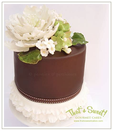 Handmade Sugar Flowers - barrel cake with handmade sugar flowers and frilled