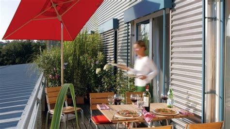Balkon Hängeschaukel by Sommerliches Ambiente In Luftiger H 246 He Wohnen