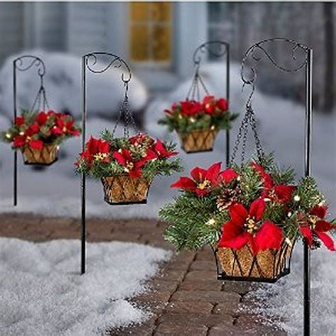 cheap but stunning outdoor christmas decorations ideas 78