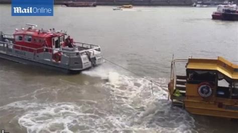 duck tour boat fire london london duck tours boat is towed away from site of fire