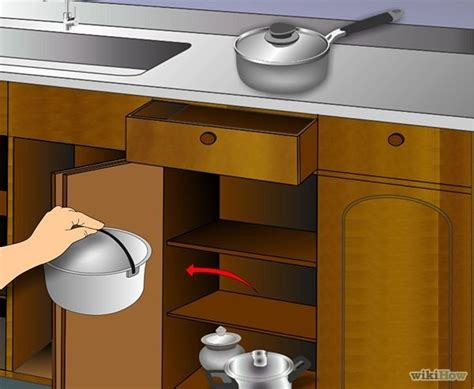 cleaning kitchen cabinets with vinegar clean kitchen cabinets cleaning kitchen hints tips