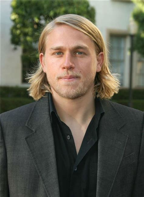 how to get charlie hunnam hair charlie hunnam of sons of anarchy 15 sexiest stares