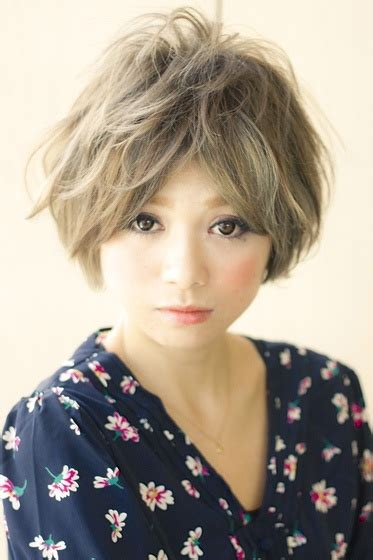 how to middle part with shorter bangs 82 best pixie cuts images on pinterest short films