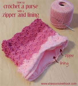 Sharp crochet hook crochet a purse with a lining and a zipper