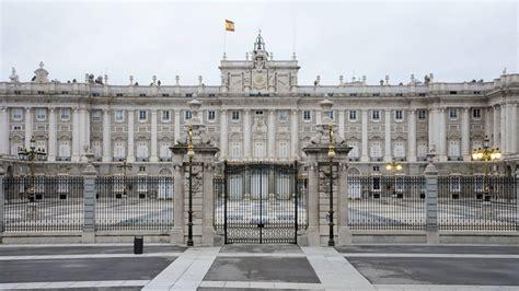 el palacio de la familia real espa 241 ola el palacio real de madrid de las lujosas capillas p 250 blicas al bombardeo