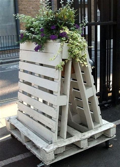 outdoor furniture using pallets eight remodeling pallet ideas for outdoor furniture