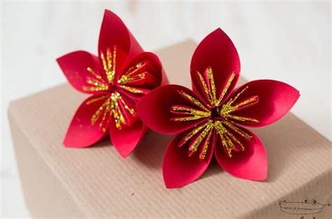 como hacer flores de papel para navidad flor de navidad con papel manualidades infantiles