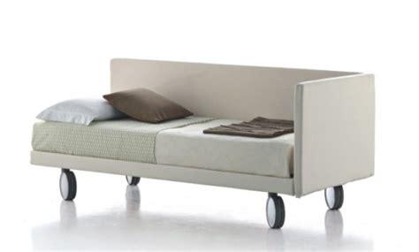 letto su ruote divano imbottito manhattan su ruote
