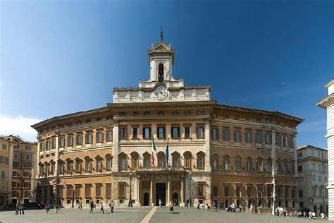roma dei deputati visita a montecitorio la dei deputati guarda