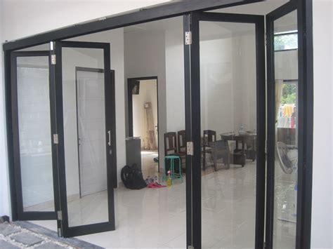 pintu aluminium kaca pintu lipat aluminium kaca memberi kesan minimalis dan modern
