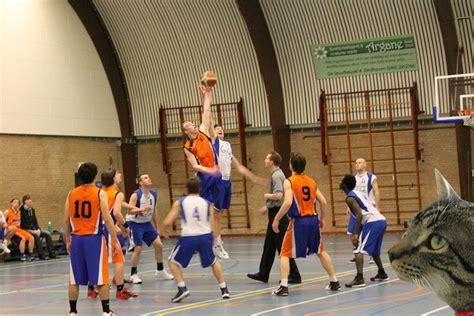 imagenes niños jugando basquetbol jugando al baloncesto me pegaron en el diente y se me echo