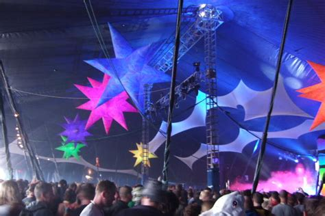themes hire glastonbury inflatable stars for hire