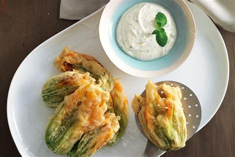 ricetta dei fiori di zucca in pastella ricetta fiori di zucca in pastella di ceci la cucina